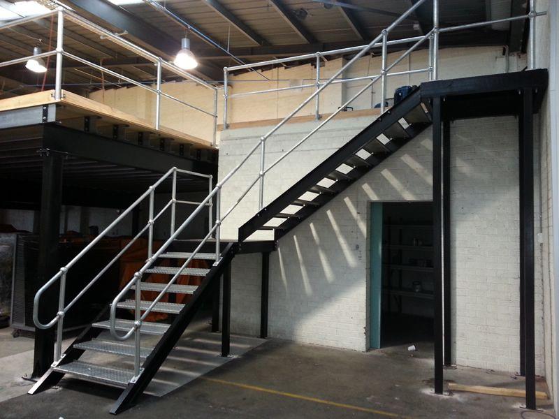 Cầu thang phong cách công nghiệp